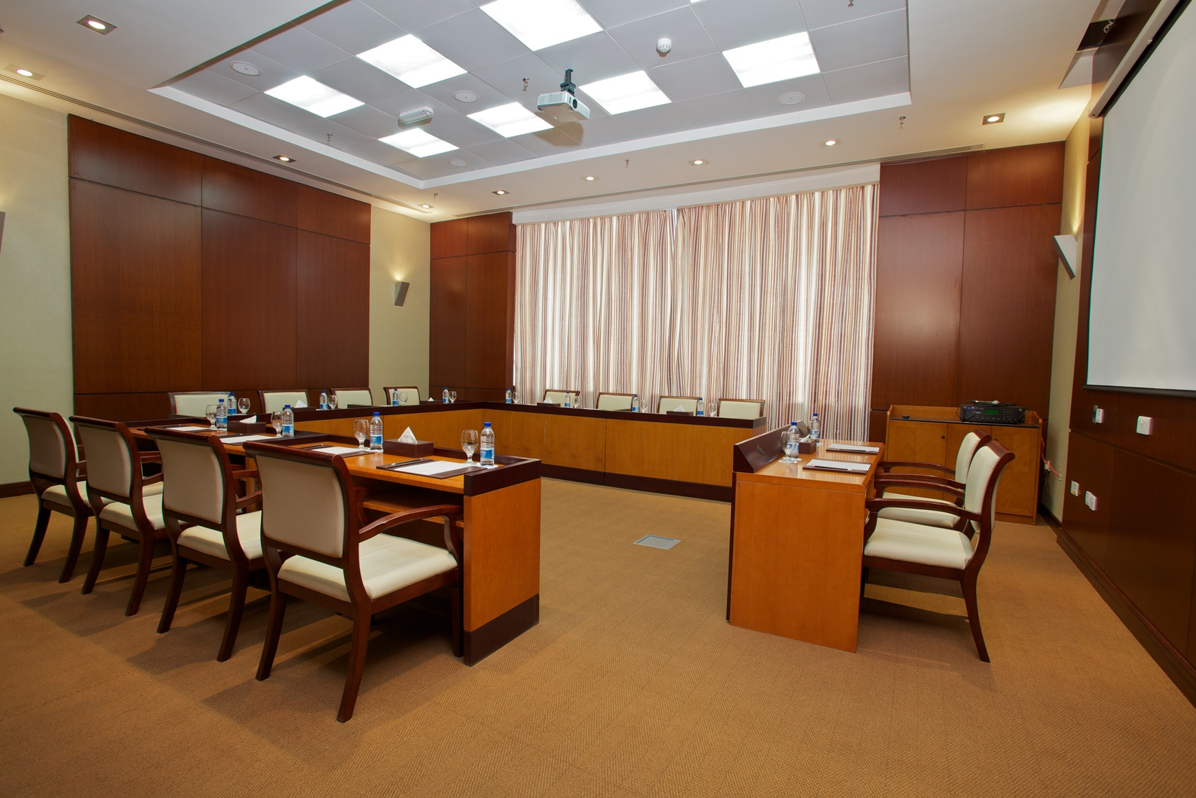 Al Maas Meeting Room